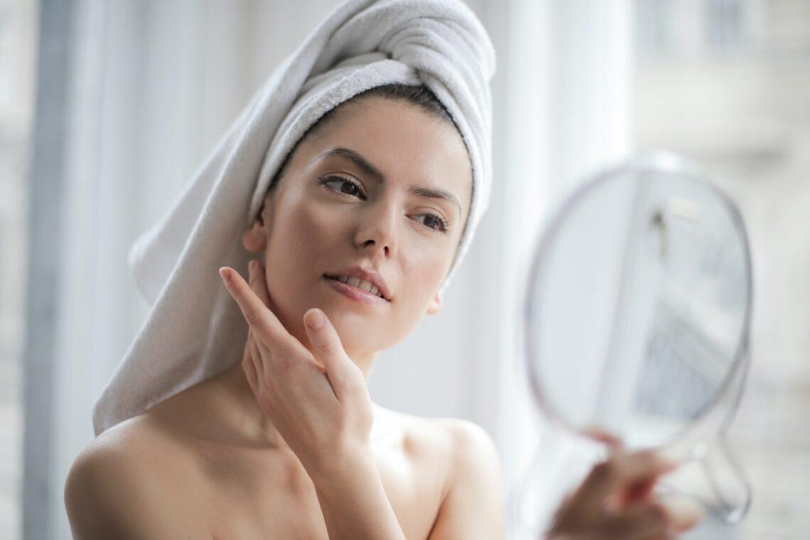 używanie kosmetyków wegańskich do twarzy